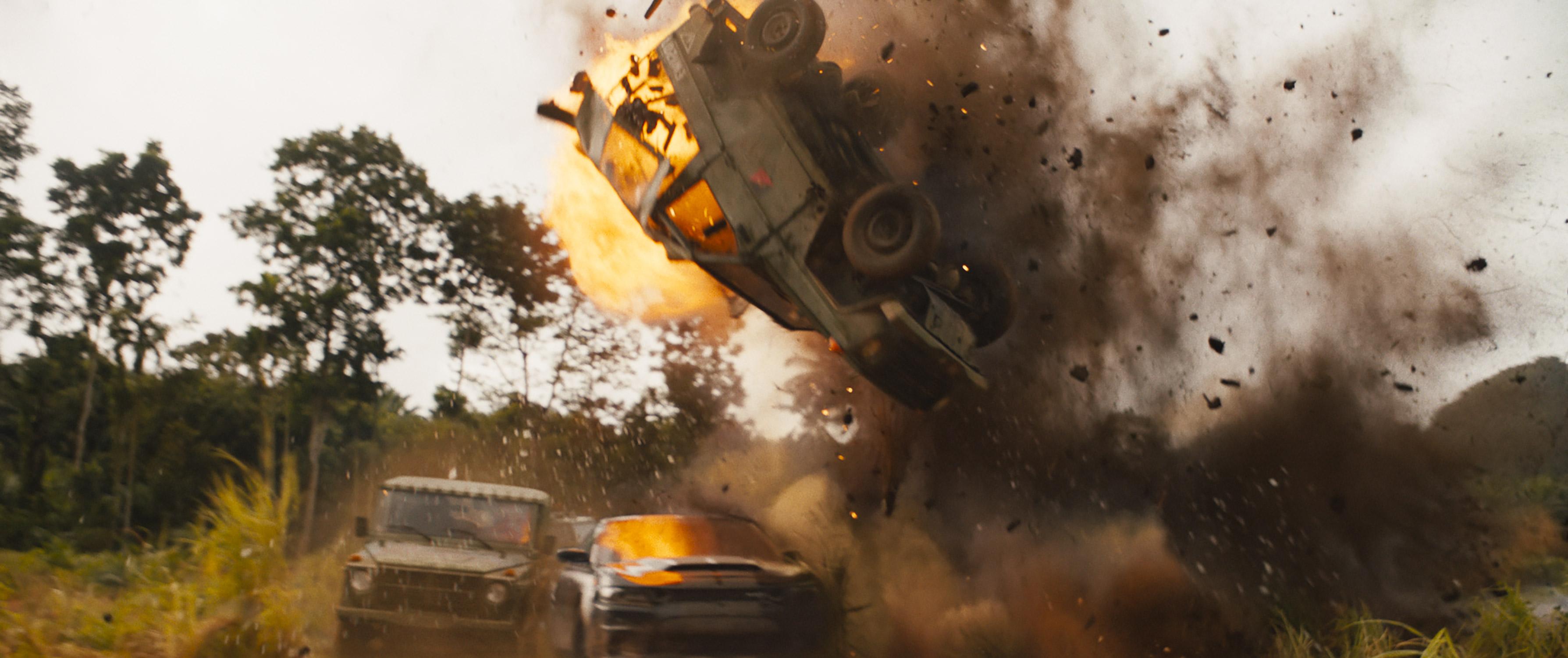 """《速度与激情9》预告片""""闯雷区""""场面。"""