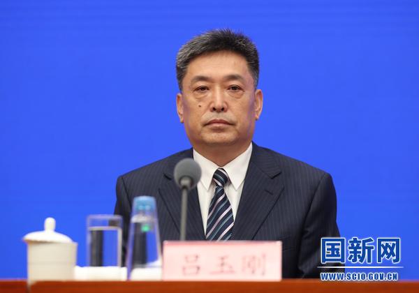 教育部基础教育司司长吕玉刚在发布会上。  国新网 图