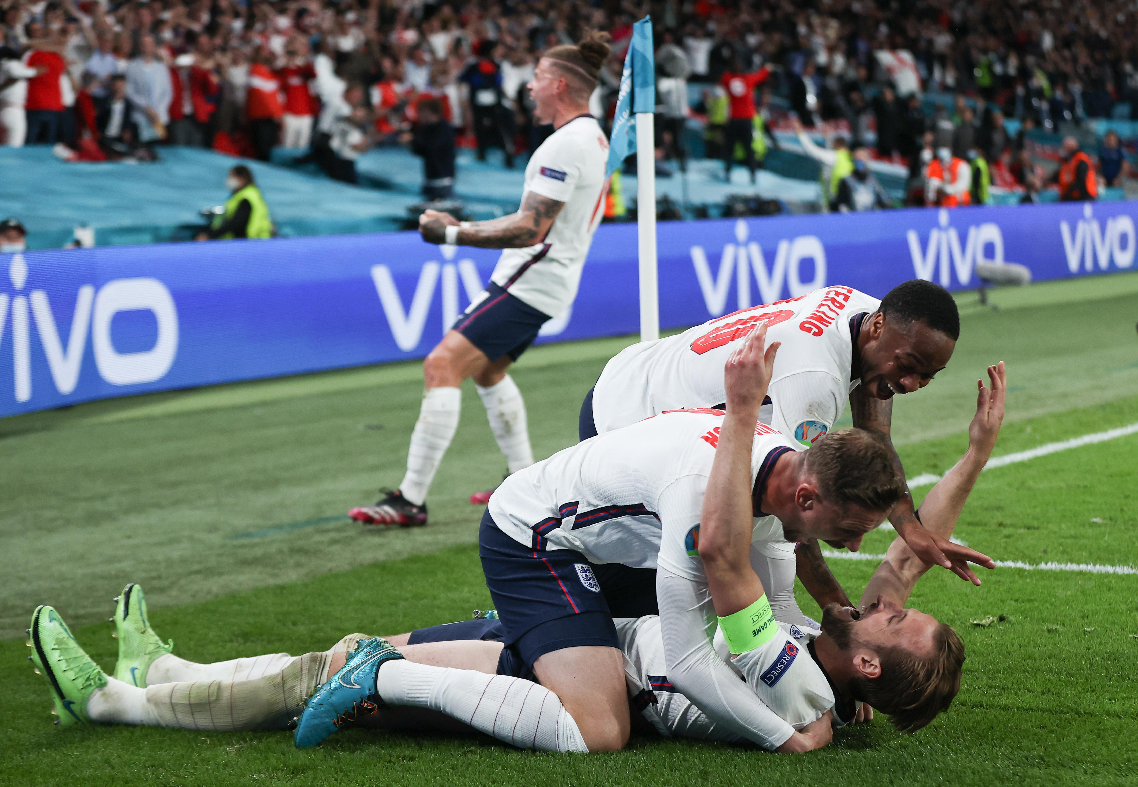 凯恩点球绝杀丹麦。