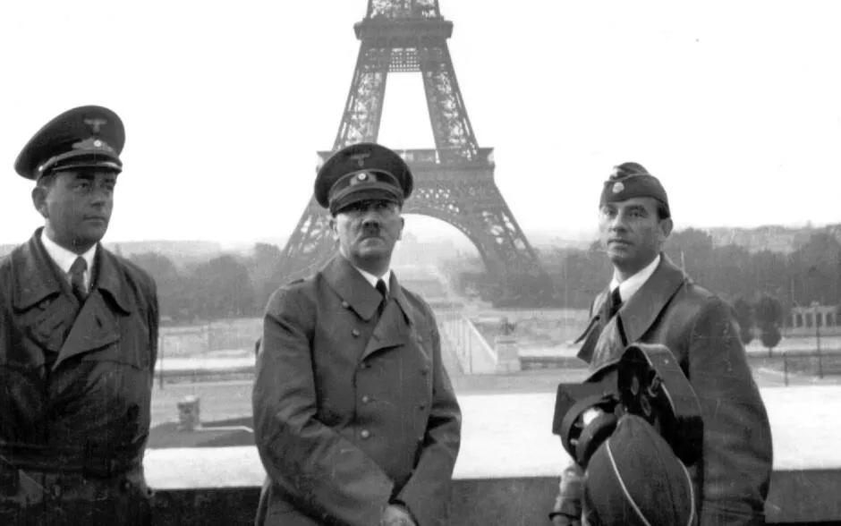 上图_ 希特勒进入法国巴黎
