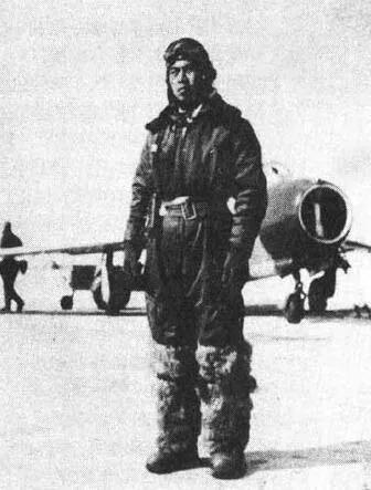 上图_ 首次击落敌机的志愿军空军飞行员李汉