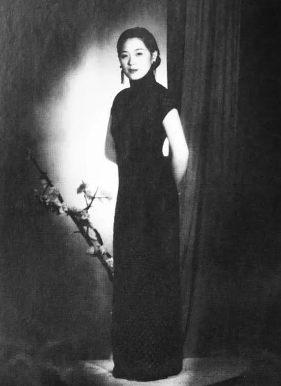 上图_ 潘素(1915-1992),女,著名收藏家张伯驹先生的夫人