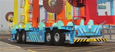 天津港研制首台人工智能运输机器人下线测试