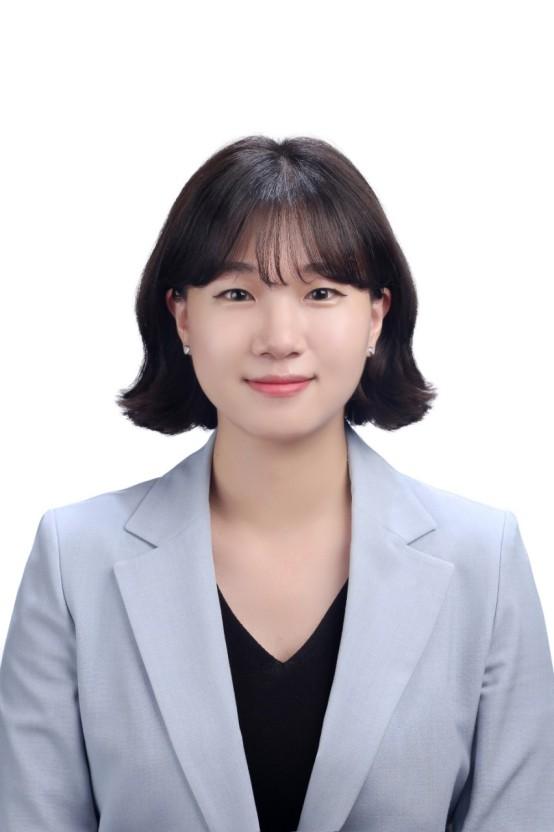 文在寅提名95后女大学生做秘书 引发韩国网民争议
