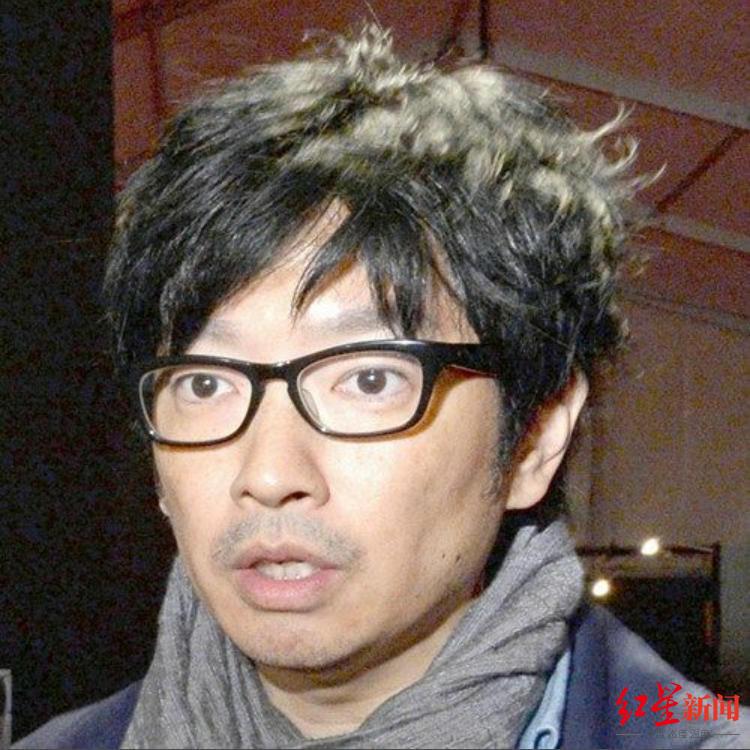 小林贤太郎因曾经拿犹太人大屠杀当段子被东京奥组委解职 图据《每日新闻》