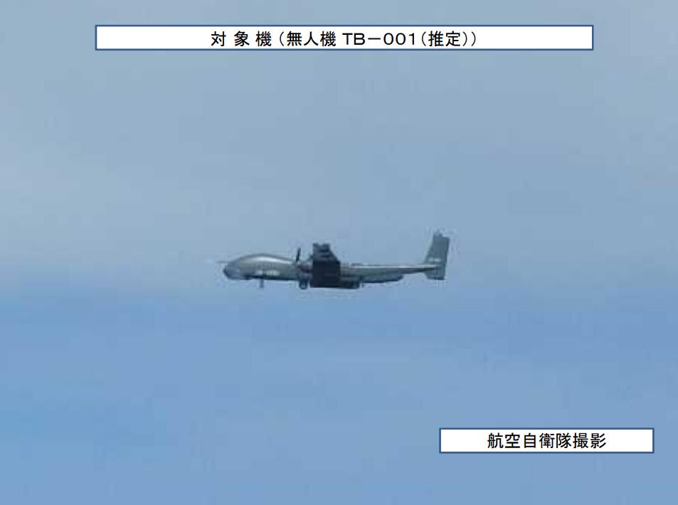 """中國無人機現身東海上空 """"御用攝影師""""抵近跟拍"""