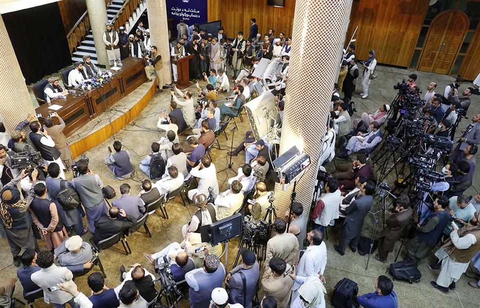 当地时间2021年8月17日,塔利班发言人扎比乌拉·穆贾希德喀布尔举行记者会,表示塔利班计划组建包容性政府。