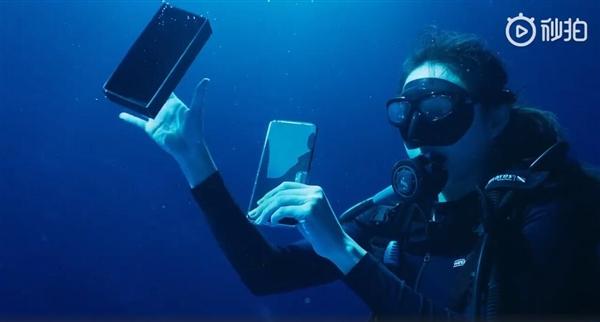 前所未有:深水中开箱小米11 Ultra