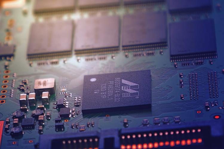"""日本断供?为何连个""""胶水""""都能让我们的芯片行业纠结"""