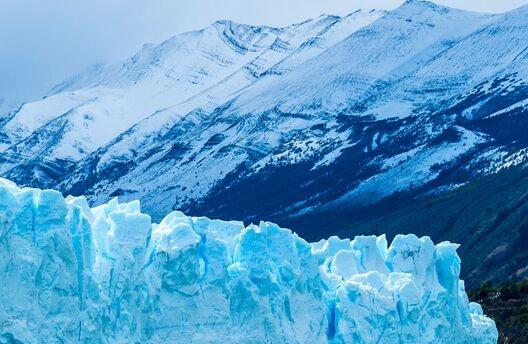 """新万博游戏:深入冰面下1000多米!科学家利用光纤传感为格陵兰岛冰川测""""体温"""""""
