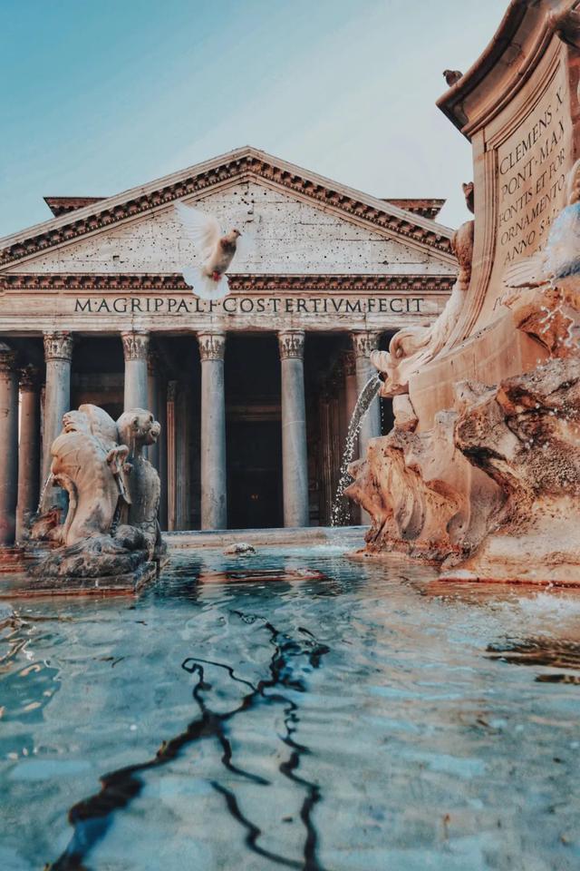 喷泉后期更具有艺术性/unsplash