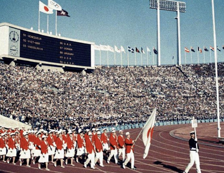 1964年10月10 日,东京奥运会开幕式。