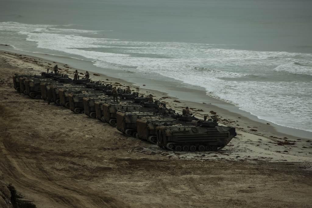 美海军陆战队AAV两栖突击车资料图