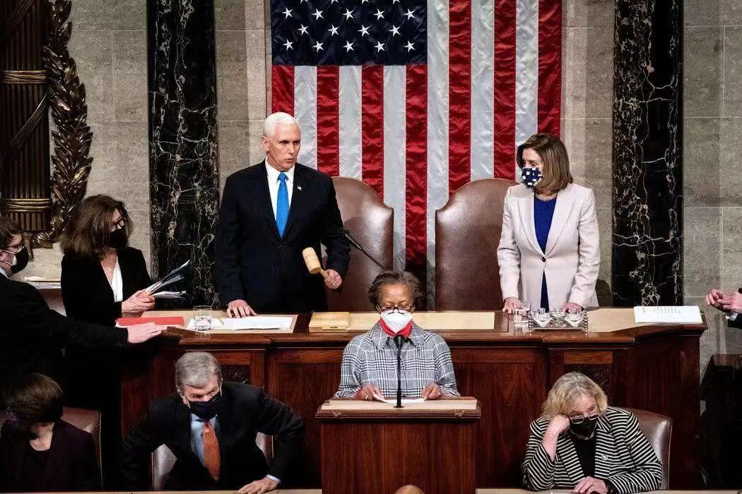 副总统彭斯和众议院议长佩洛西主持了周四的两院联席会议,美国国会确认拜登正式当选下任美国总统