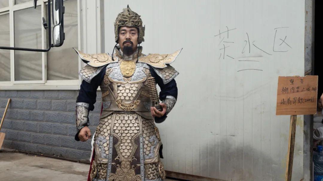 2018年 宁夏石嘴山 托塔天王在摄影棚大门外