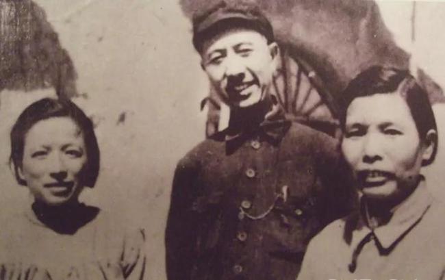 中央托儿所三位负责人(左起:沈元晖、傅连璋、丑子冈)
