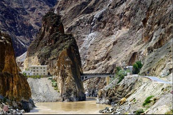 修建74米牺牲30多名战士:怒江大桥背后的英雄