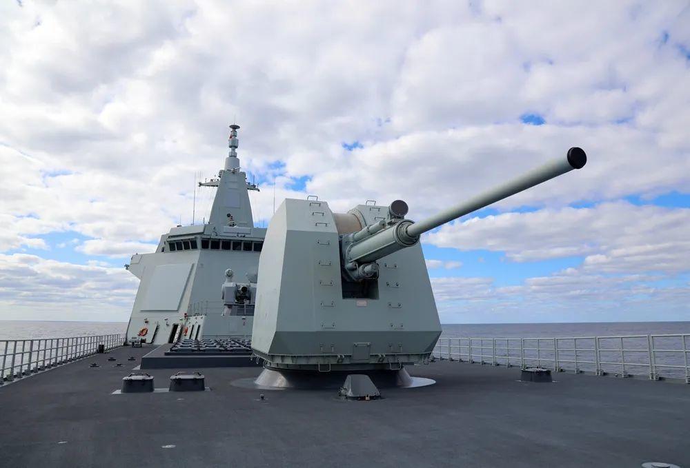 """参加中俄""""海上联合-2021""""演习的中国海军南昌舰在日本海航行。"""
