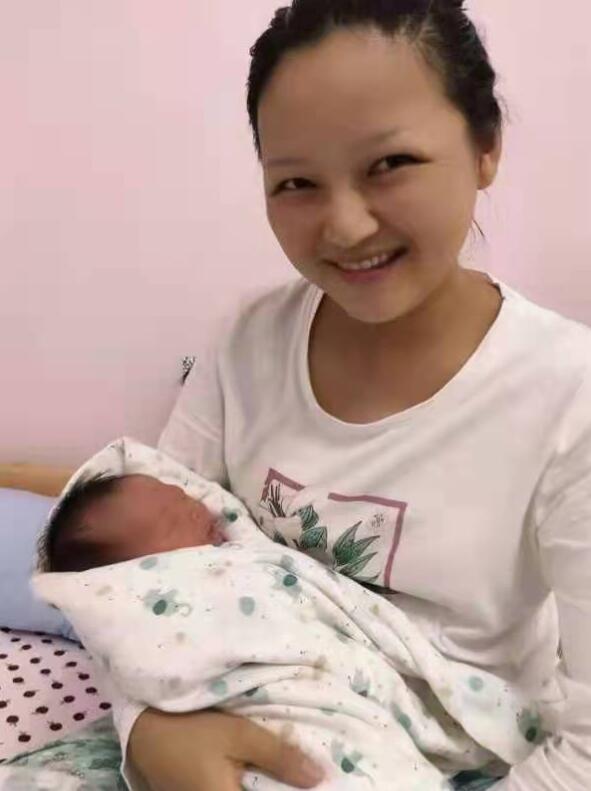 妻子杨环环与小公主的合影
