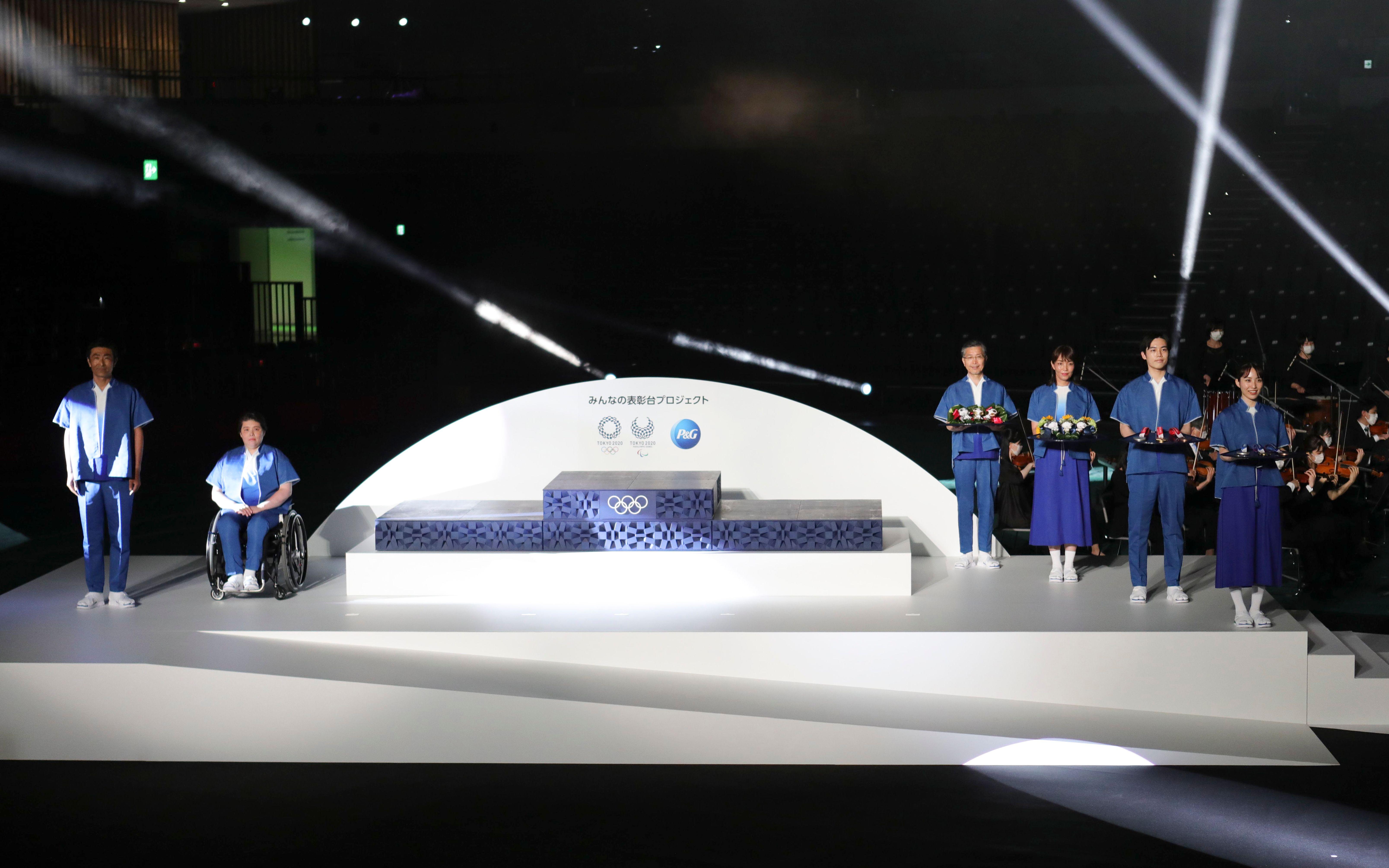 东京奥运会领奖台亮相。(图/新华社)
