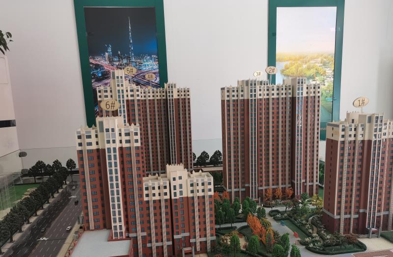 天颐佳苑项目售楼部沙盘显示,该项目规划建设6幢楼
