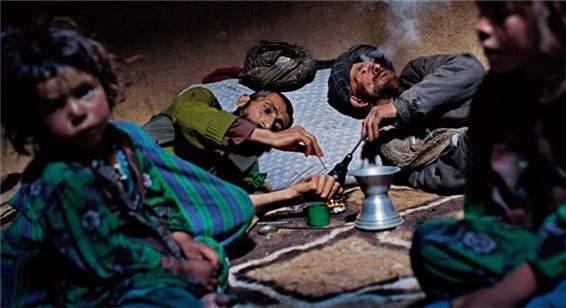 吸食毒品的阿富汗人