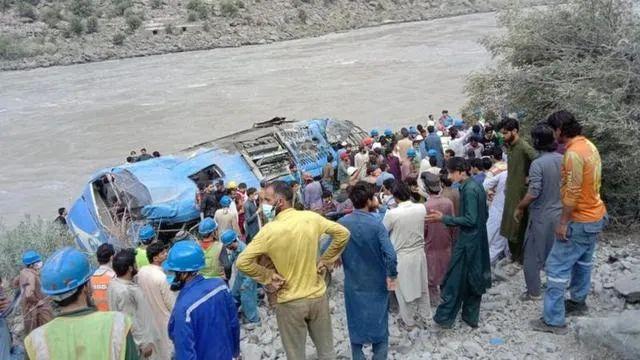 14日,一辆载有巴基斯坦和中国籍工程师和建筑工人的巴士班车突然发生严重爆炸,爆炸引发引擎起火,使客车坠入峡谷。