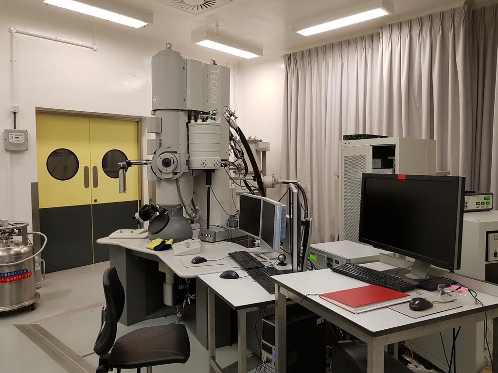牛津大学粒子成像中心-全球唯二的拥有冷冻电镜的生物安全三级实验室