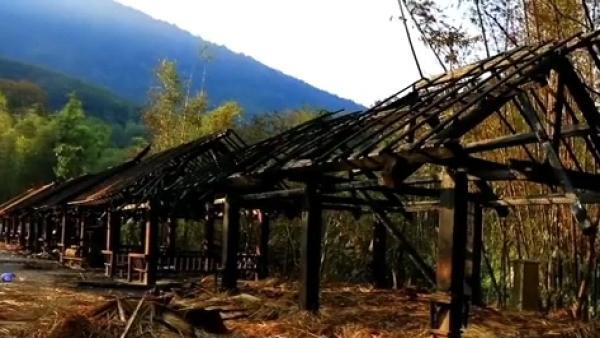 村民含泪回忆翁丁老寨大火:看得到火花,听到劈劈啪啪的响声