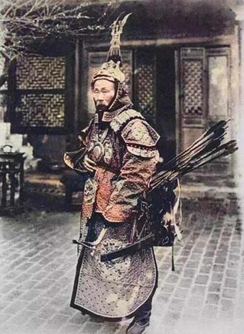 上图_ 1896年,身着棉甲的广西提督苏元春
