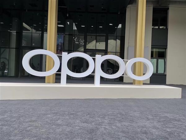 OPPO惡搞發布會:首款劉海/打孔電視機 為環保不送電源線