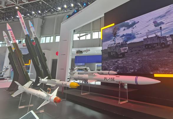 在航空工业馆展示的PL-15E等新型导弹