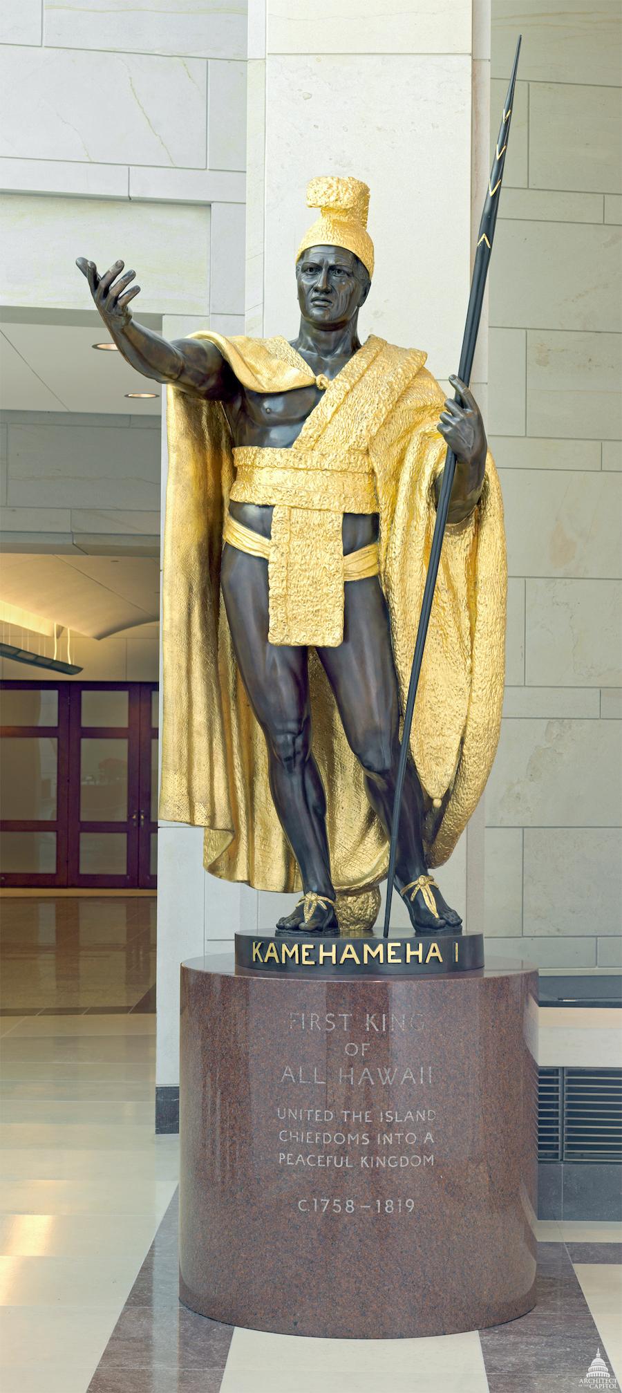 夏威夷州捐赠的卡美哈梅哈一世雕像,是整个国家雕塑大厅中最大的一座雕像。