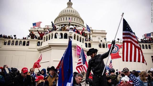 (图说:1月6日,特朗普支持者冲击美国国会大厦。图/Getty Images)