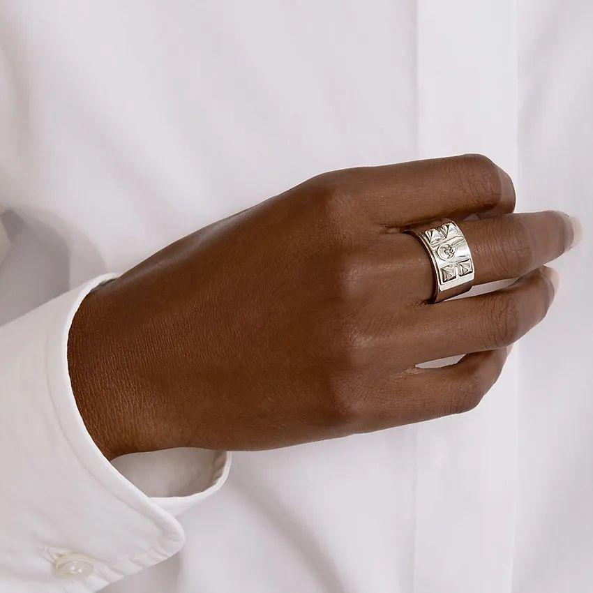 """爱物  不用真钻实宝也卖那么贵,奢侈品大牌出的""""高级珠宝""""到底好在哪里?"""
