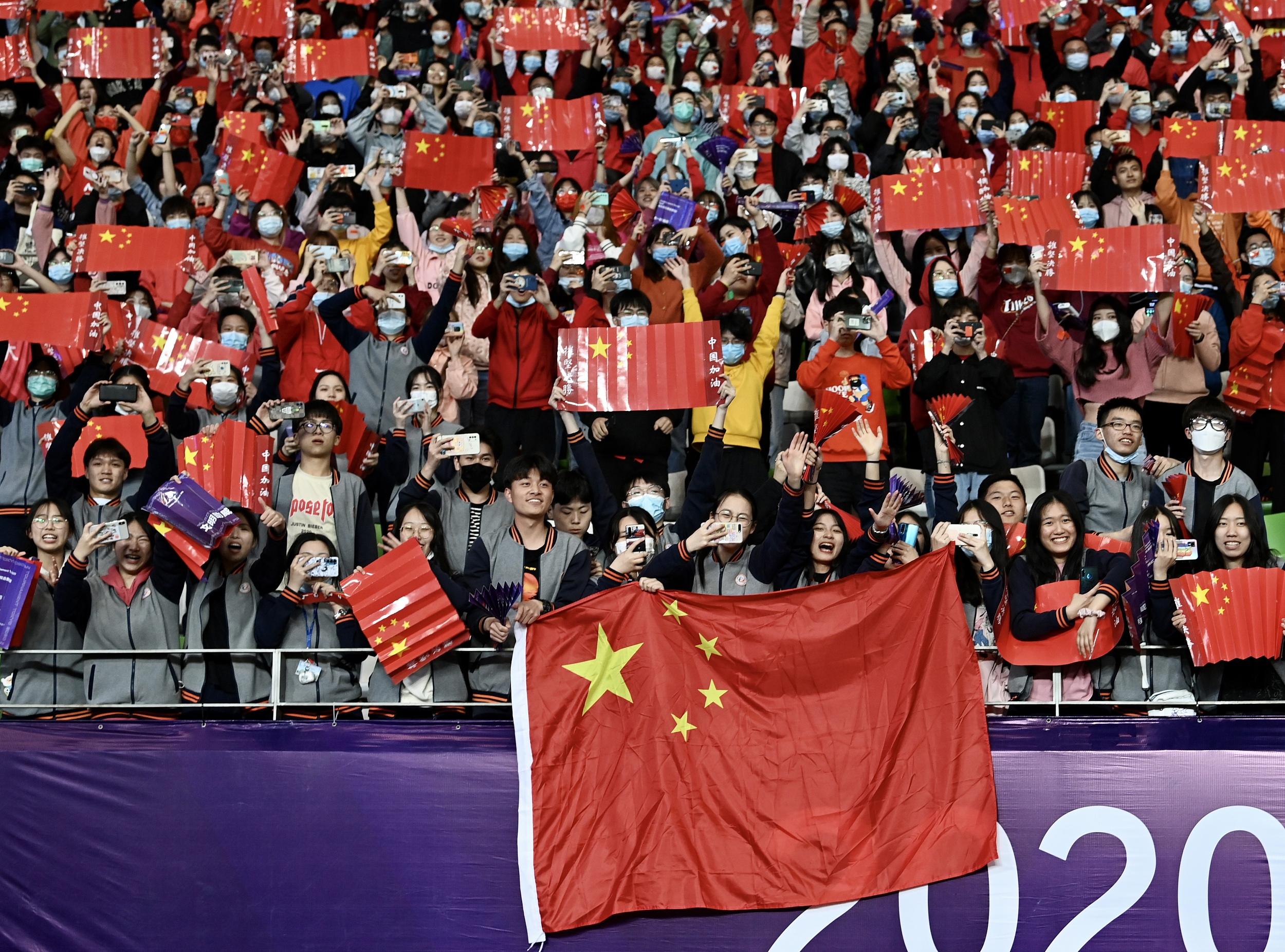 现场助威的中国球迷。