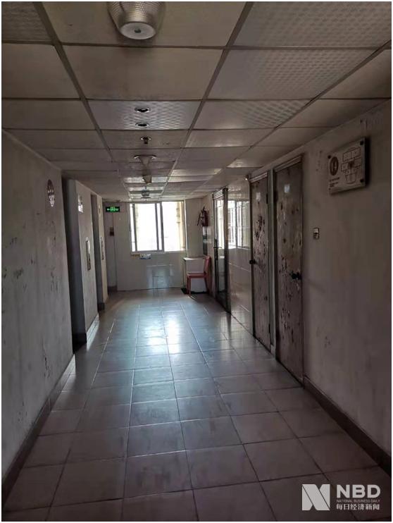 厦门达嘉集团有限公司注册地,现场满是灰尘 图片来源:每经记者 赵李南 摄