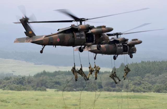 演习中的陆上自卫队。