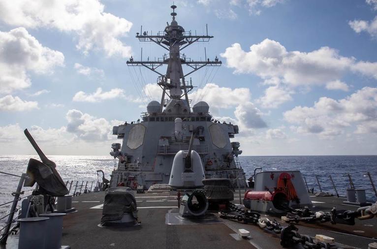 """美国第七舰队勃克级神盾驱逐舰""""贝瑞""""号17日穿越台湾海峡"""