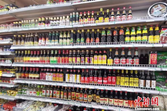 图为超市内的调味品区。 <a target='_blank' href='http://www.chinanews.com/' >中新网</a>记者 谢艺观 摄