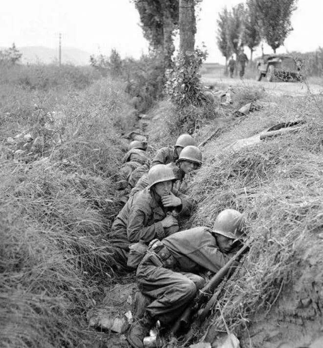 上图_ 朝鲜战争中的美军