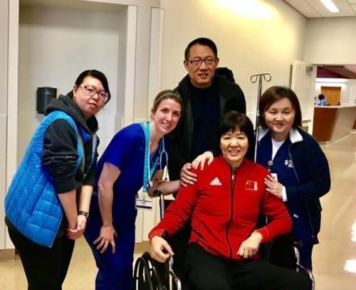 2017年1月,郎平在美国接受左髋关节置换术。