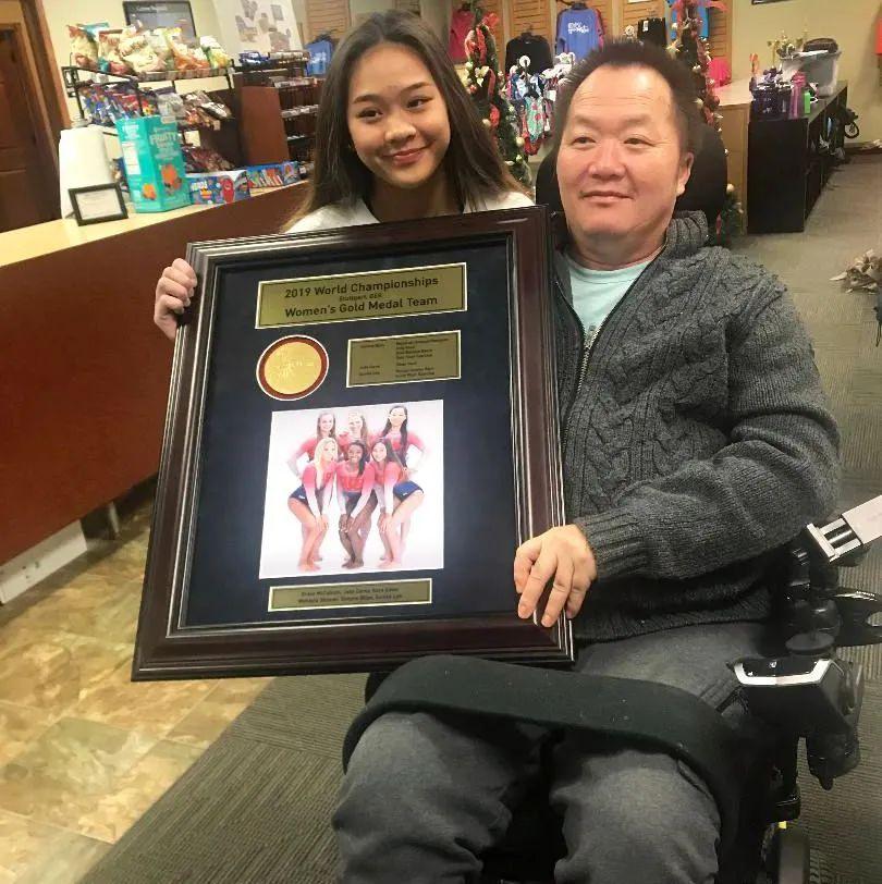 苏妮莎和她的父亲约翰·李 图源:网络