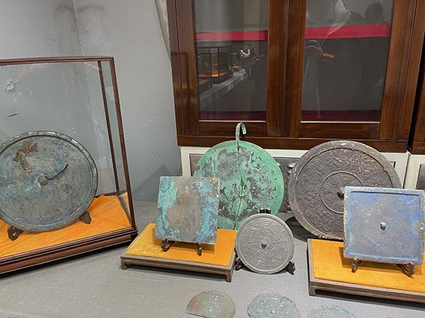 失窃的铜镜