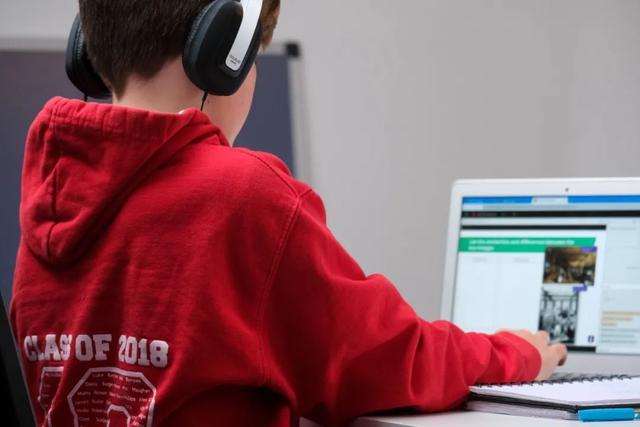 在线教育火拼硬件 是炒概念还是真转型?
