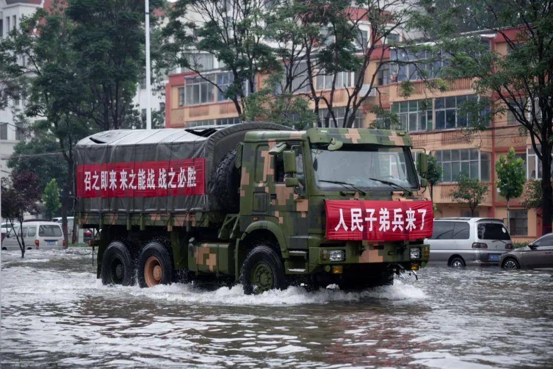 7月20日以来,河南境内遭遇千年一遇的强降水,解放军救援部队前往支援。/IC photo