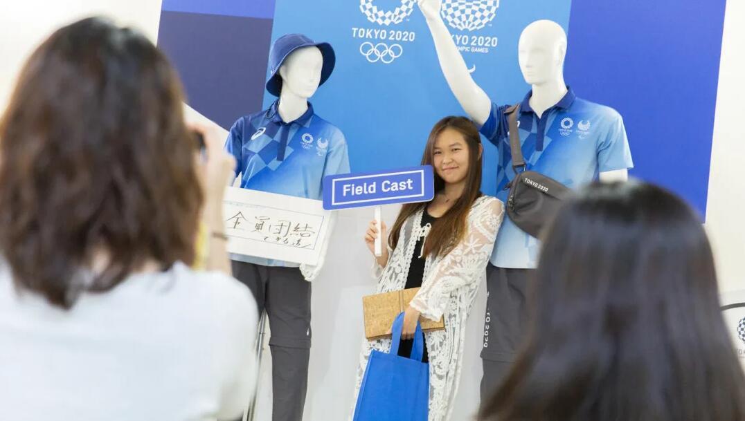 奥运志愿者制服展示 资料图丨东京奥运会官网