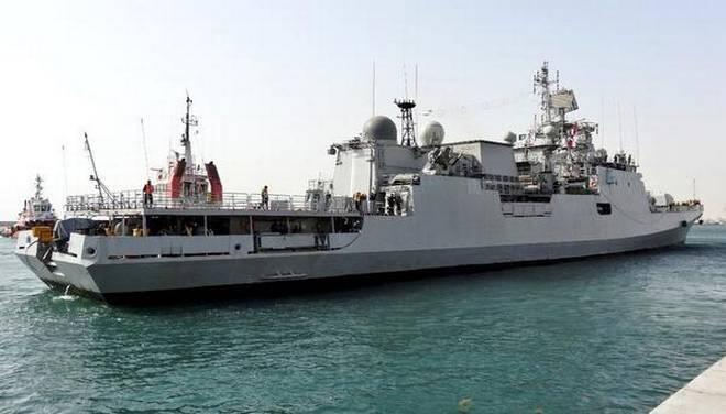 疫情告急!印度海军出动军舰从国外往回运氧气插图