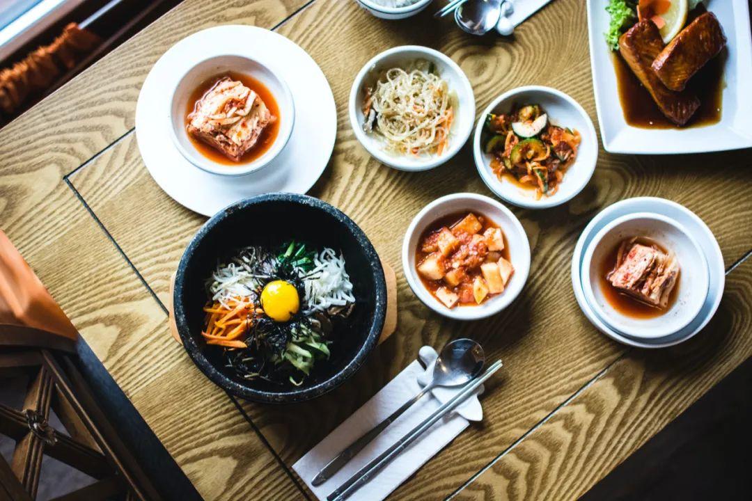 △一个韩国人日常饮食的餐具数 / unsplash