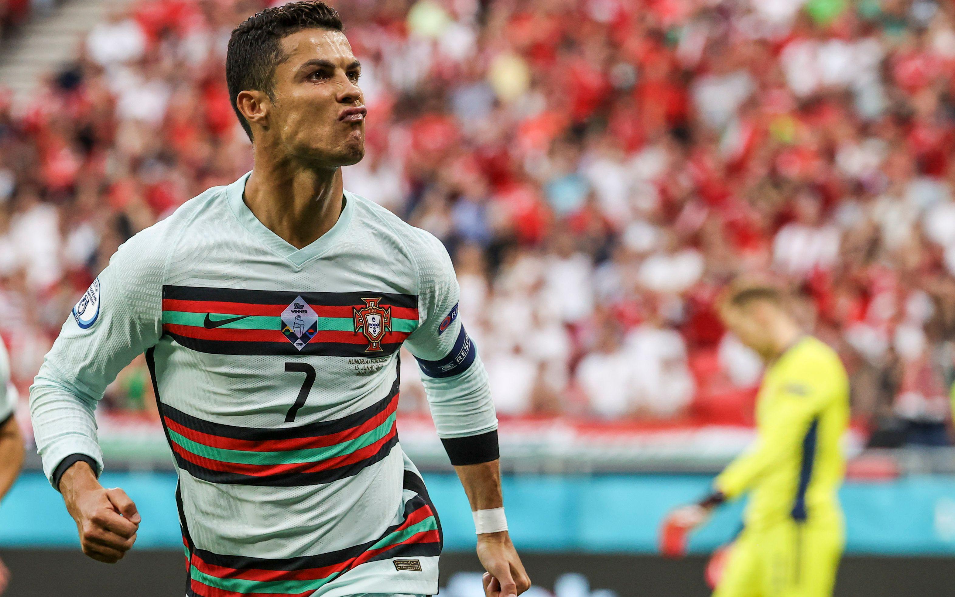 葡萄牙队员C罗庆祝进球。图/新华社